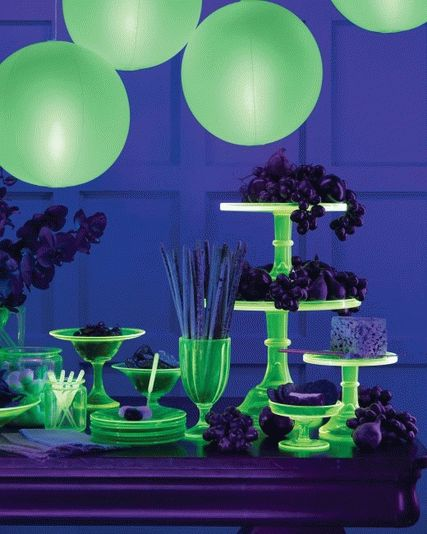 glow-in-the-dark-party-ideas-10-cups-and-candlesticks
